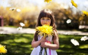 girl_child_flower_64239_1680x1050